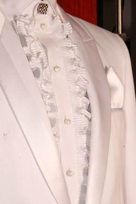 AO07 - fehér szmoking